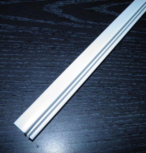 Заднее обрамление стеклянной полки Snaige FR275, FR240, RF31, RF34, RF36, RF39 D139116